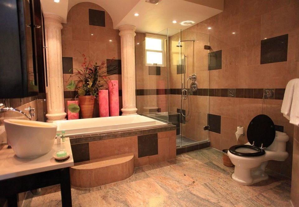 Bath Boutique Hot tub/Jacuzzi Waterfront bathroom property sink home Suite tub mansion cottage living room flooring bathtub Modern