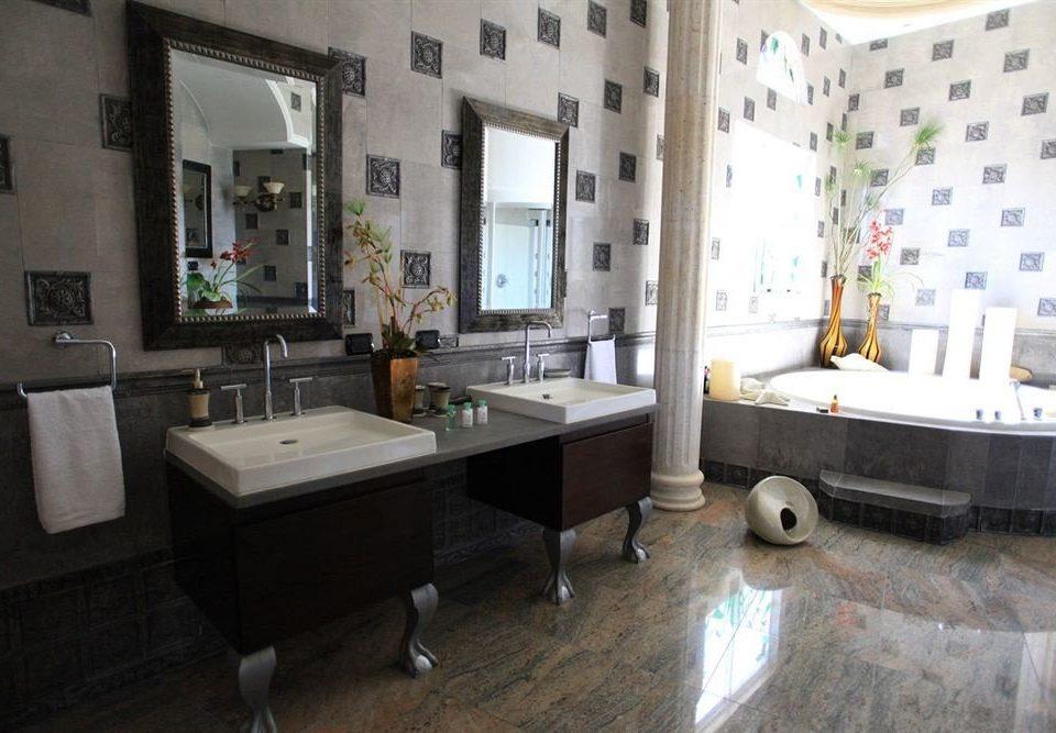 Bath Boutique Hot tub/Jacuzzi Waterfront property home condominium cottage flooring bathroom Villa