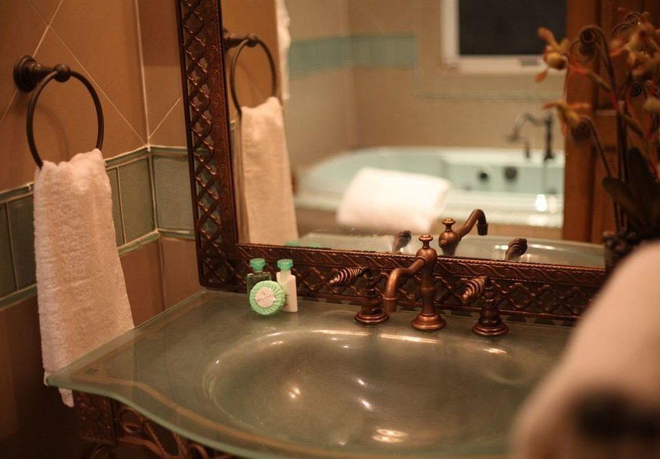 Bath Boutique Hot tub/Jacuzzi Waterfront bathroom sink lighting restaurant tub bathtub