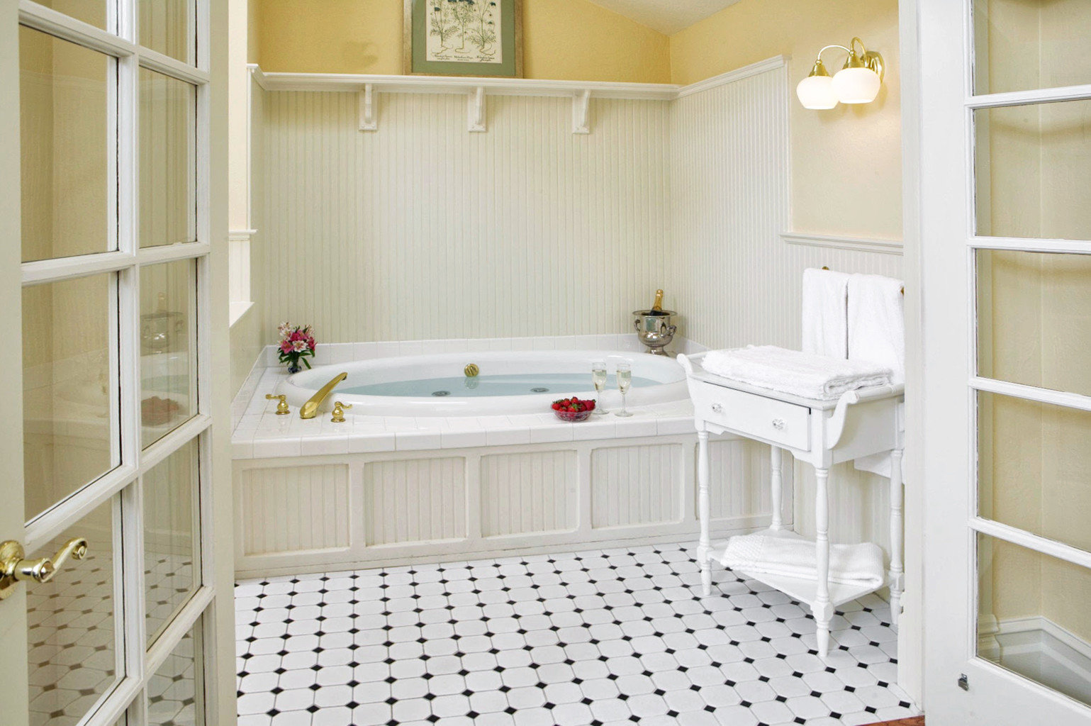 Bath Boutique Inn product home cottage cabinetry bathroom