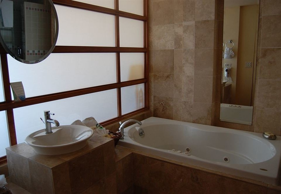 Bath Budget Classic Waterfront bathroom mirror property sink swimming pool plumbing fixture bathtub jacuzzi cottage tub tile