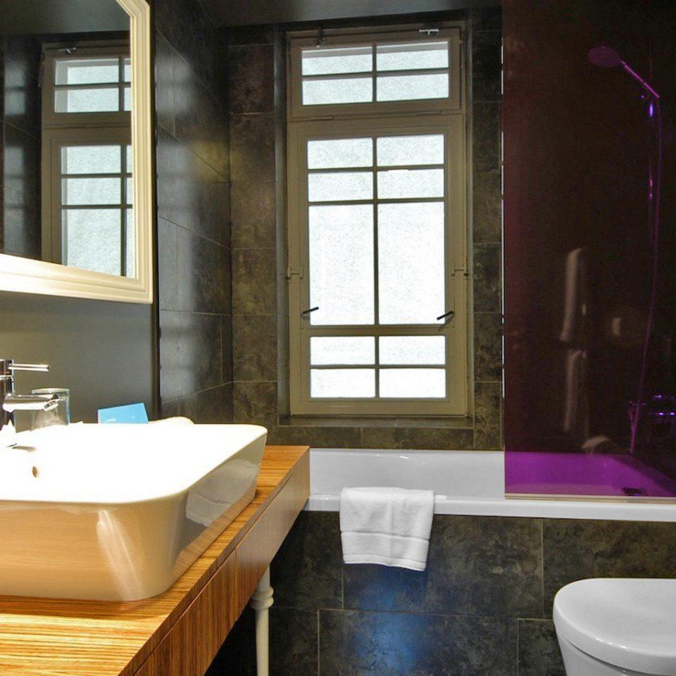 Bath Budget Grounds Modern bathroom sink property home Suite tub bathtub