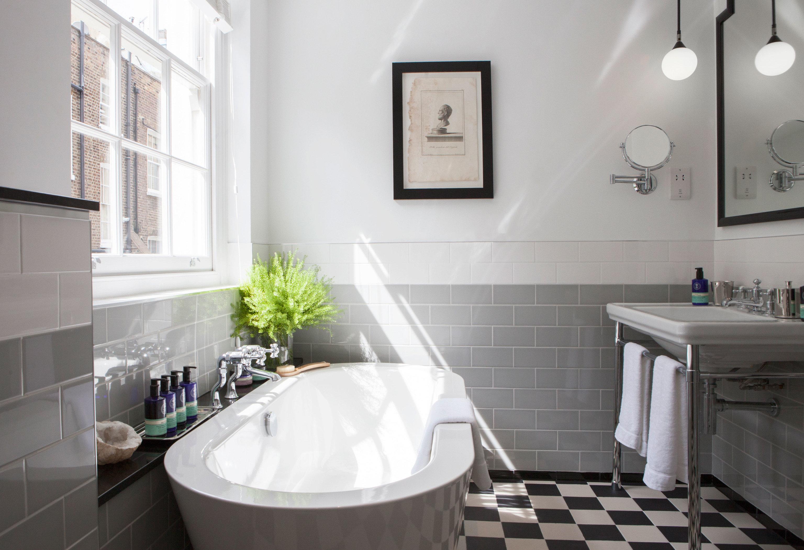 Budget Hotels London bathroom property home white black cottage bathtub tub sink flooring bidet toilet tile Bath tiled