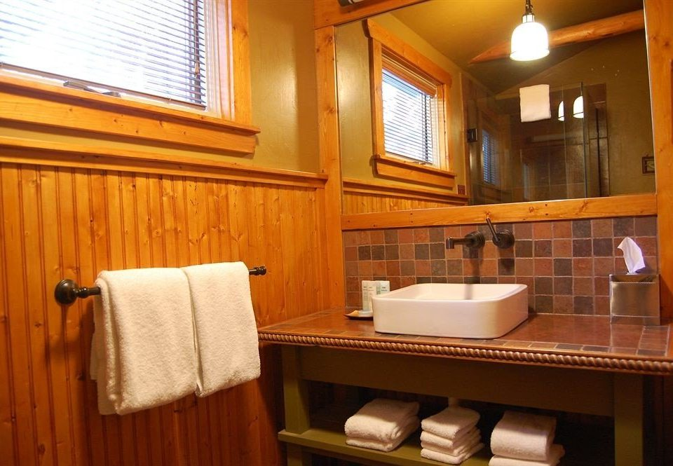 Bath Cabin Classic bathroom property sink Suite cottage towel home