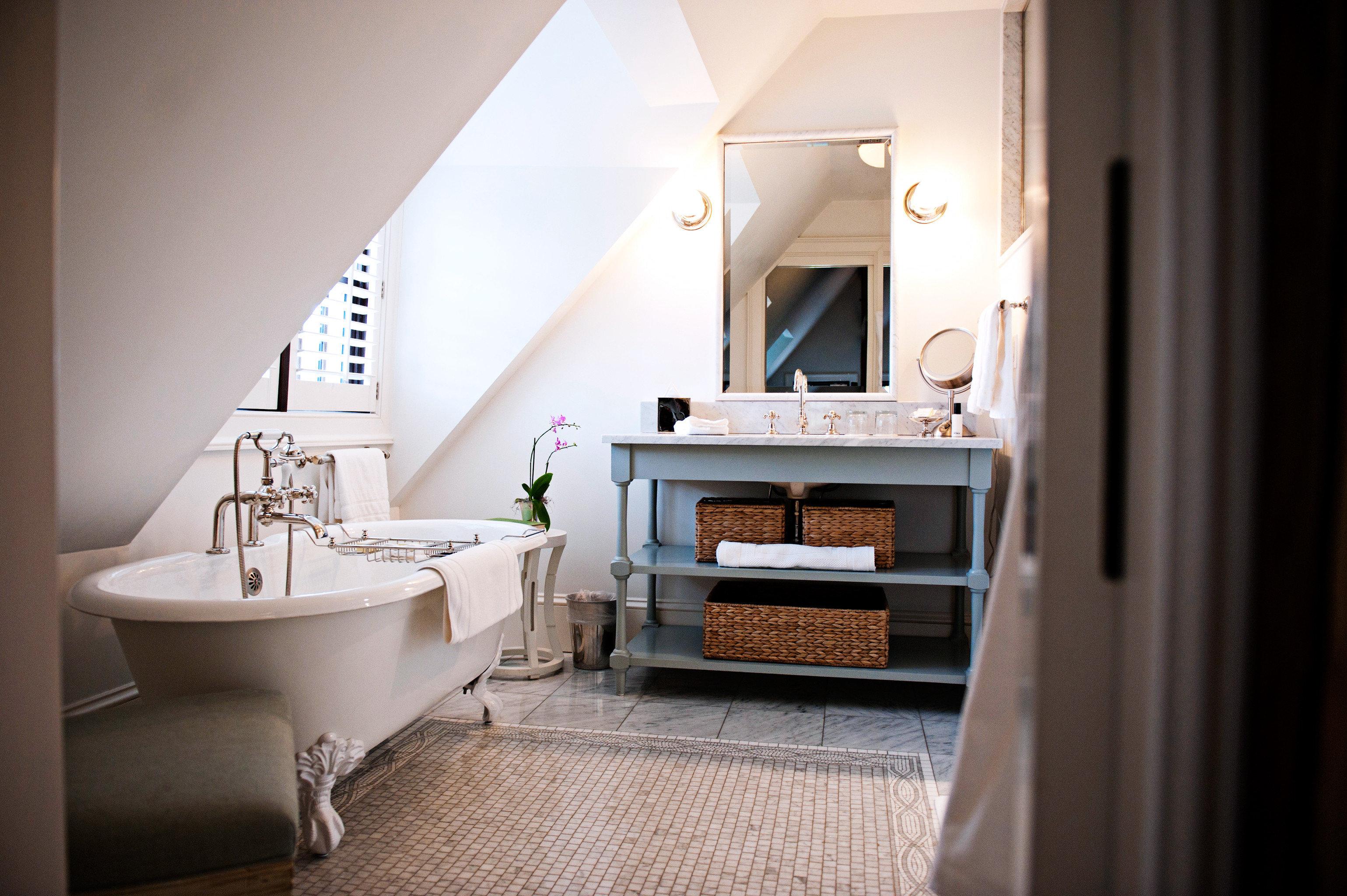 Bath Celebs Country Hotels Inn Luxury Modern bathroom property house home Suite sink cottage living room tub bathtub