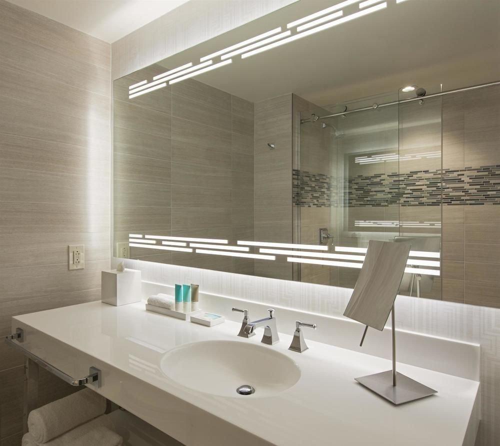 Bath City Classic bathroom mirror property sink vessel lighting daylighting bathtub plumbing fixture flooring