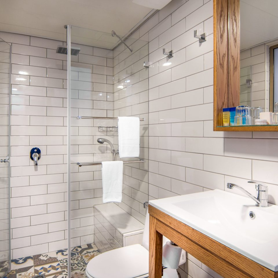Bath City Classic Modern bathroom property sink home plumbing fixture flooring cottage tile tiled