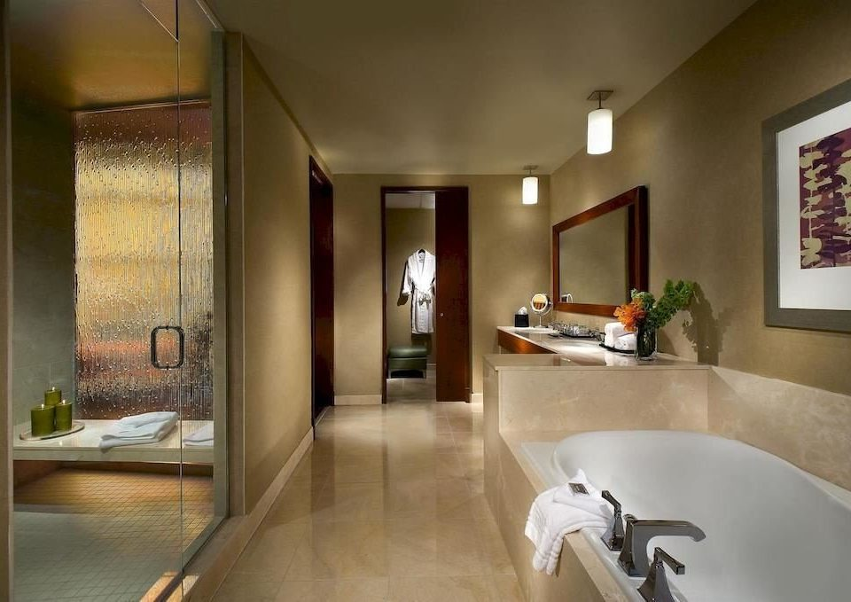 Bath City Classic property house home bathroom Suite flooring condominium tub Modern bathtub