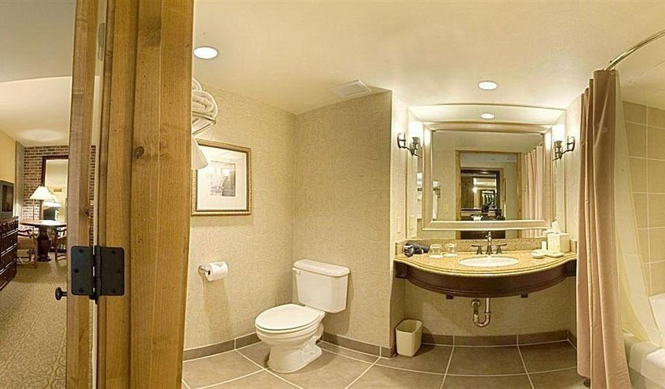 Bath City Classic bathroom mirror sink property toilet home Suite cabinetry mansion