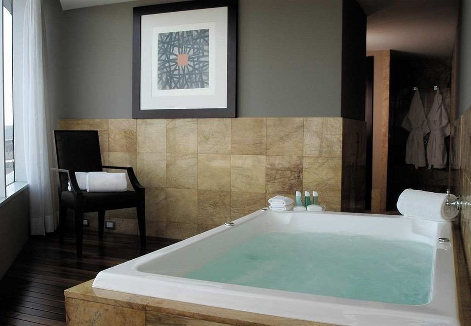 Bath City Classic swimming pool property bathroom green bathtub Suite jacuzzi plumbing fixture cottage tub colored