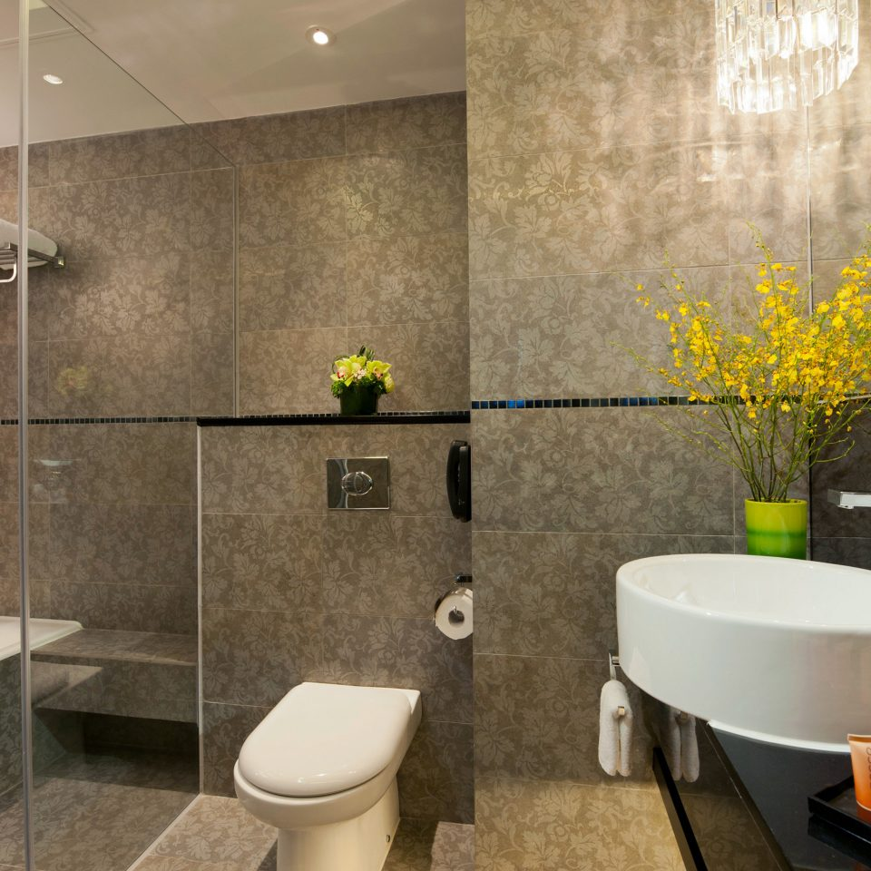 Bath City Classic bathroom property flooring Suite plumbing fixture tile