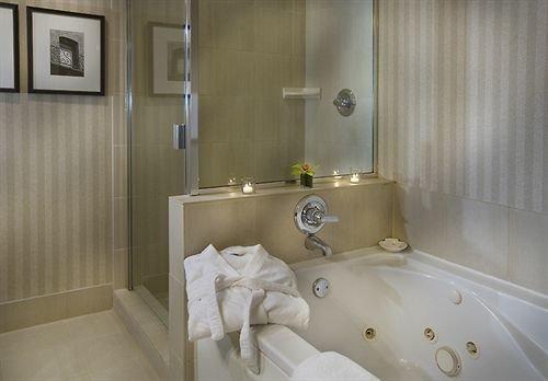 Bath City Family bathroom property white Suite swimming pool bathtub plumbing fixture toilet sink jacuzzi tan