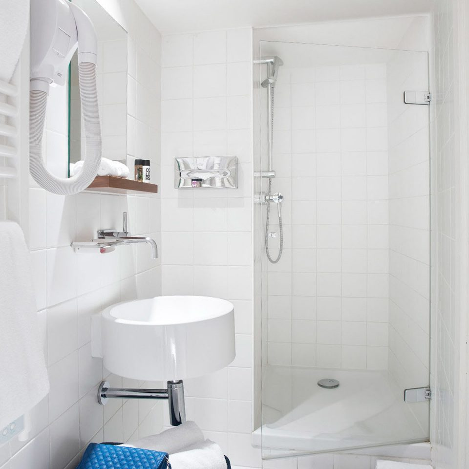 Bath City Hip Modern bathroom property toilet home plumbing fixture bidet tiled tile