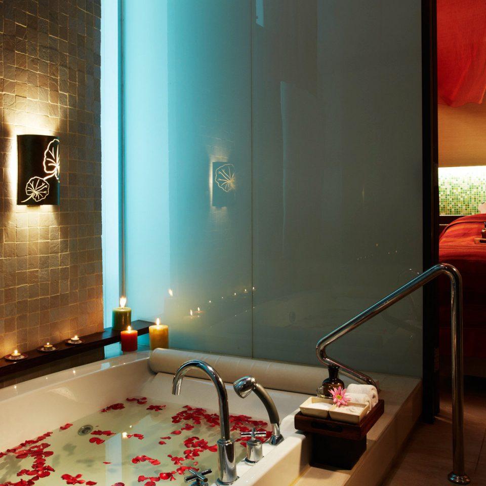 Bath City Hot tub Hot tub/Jacuzzi Resort Tropical Suite swimming pool lighting Lobby