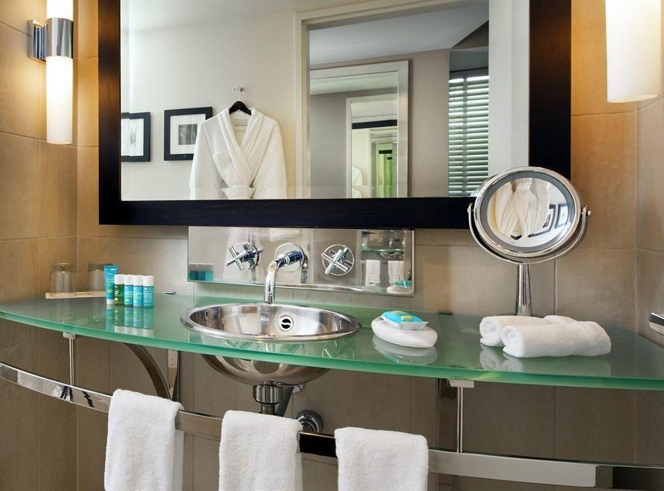 Bath City Modern bathroom sink mirror Kitchen property green countertop home cabinetry cottage tub