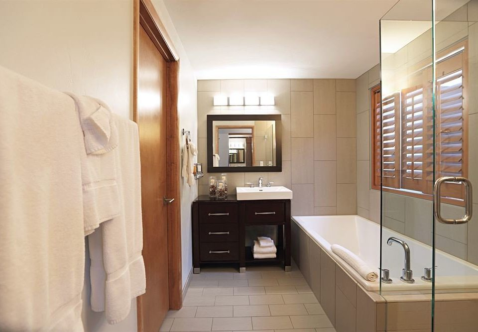Bath City Lodge property bathroom home sink Suite cabinetry cottage