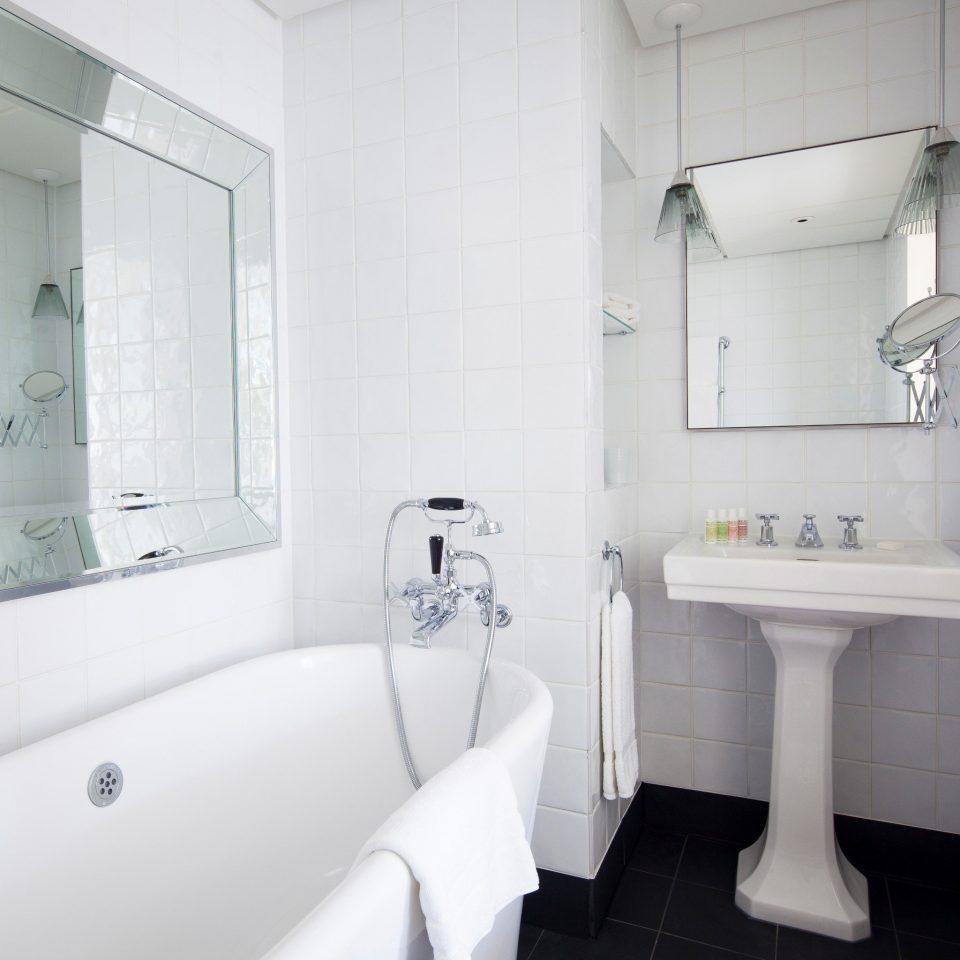 Bath Classic bathroom property toilet white vessel bathtub bidet home plumbing fixture public toilet water basin tile tiled