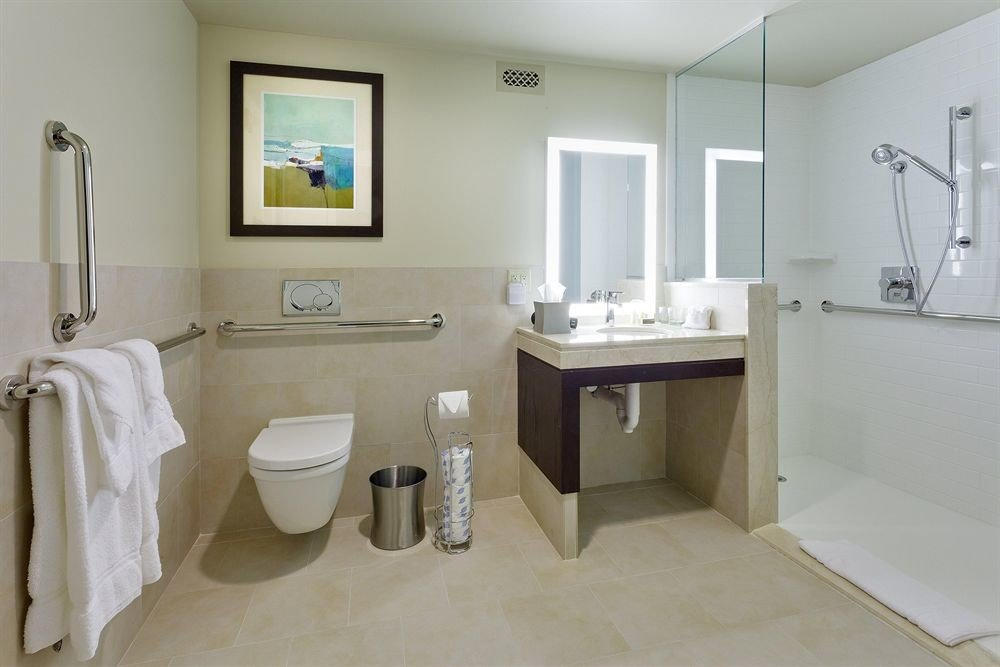 Bath Classic Family bathroom toilet sink property mirror towel cottage white home bidet plumbing fixture tile rack tub