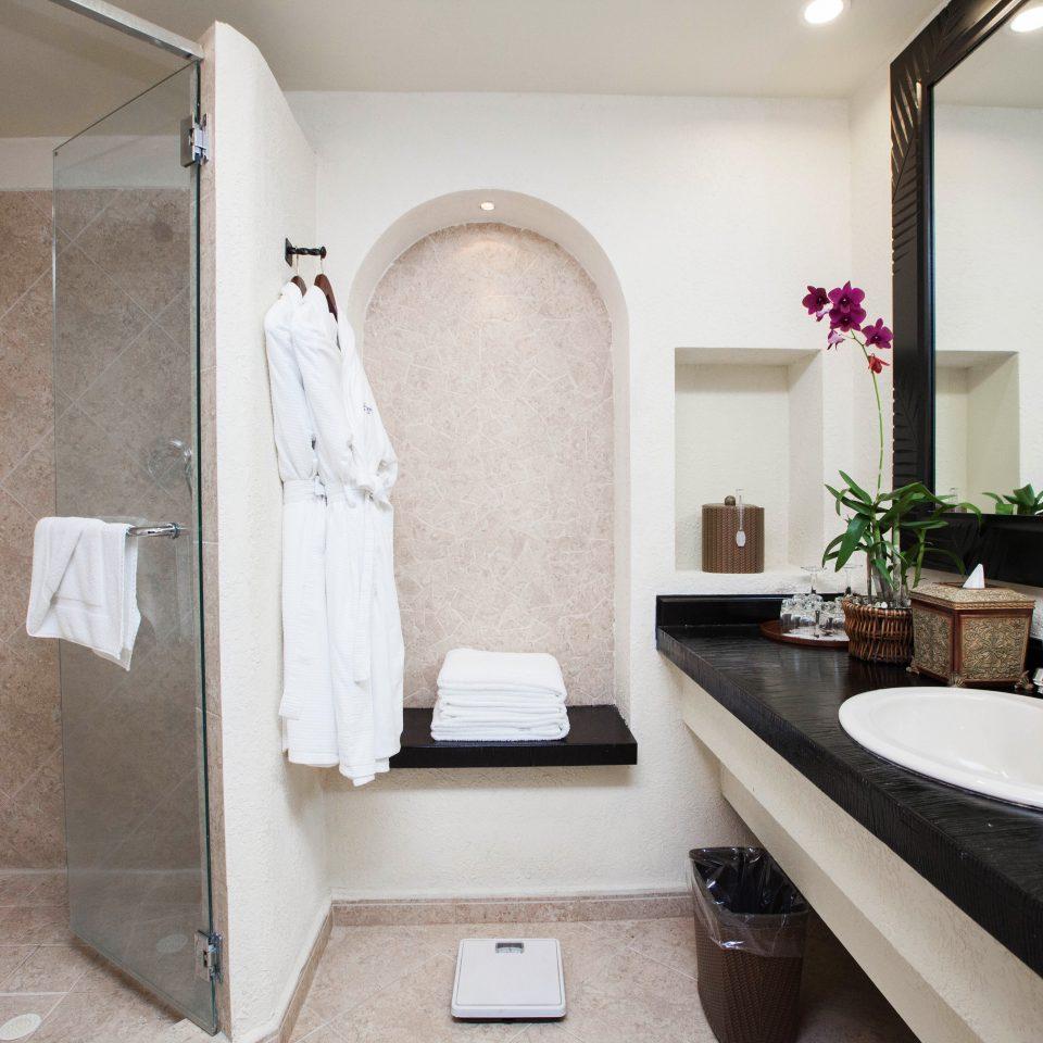 Bath Classic Family Resort bathroom sink property mirror home bathtub plumbing fixture Suite tiled