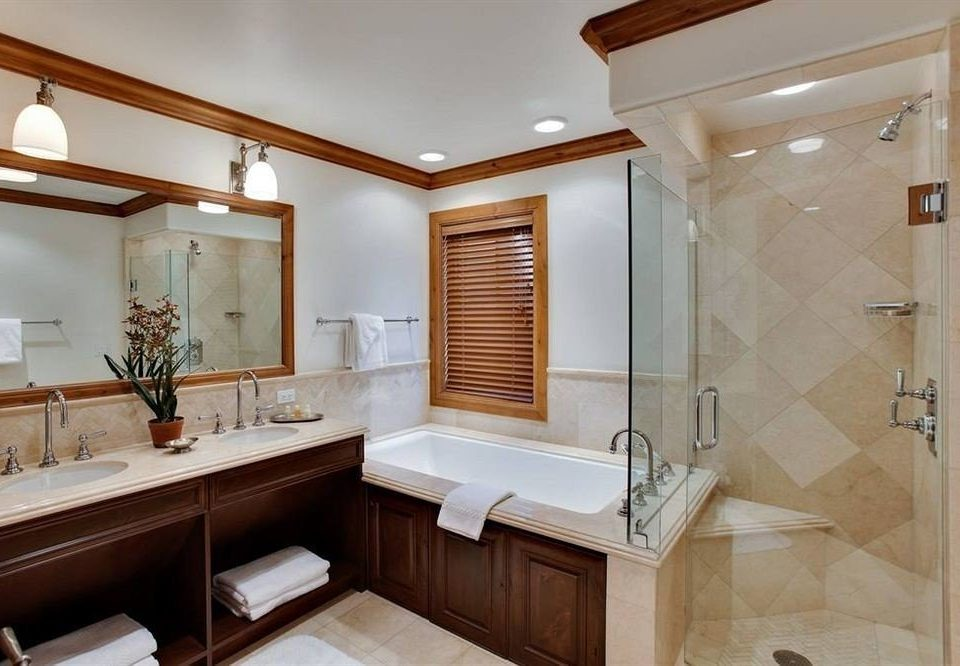 Bath Classic Hot tub Hot tub/Jacuzzi bathroom property sink cabinetry home Suite cottage bathtub