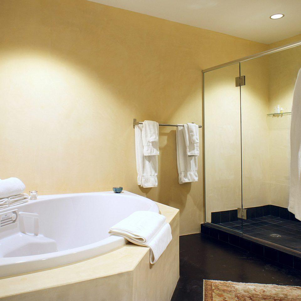 Bath Classic Inn bathroom sink mirror property bathtub Suite plumbing fixture swimming pool tub