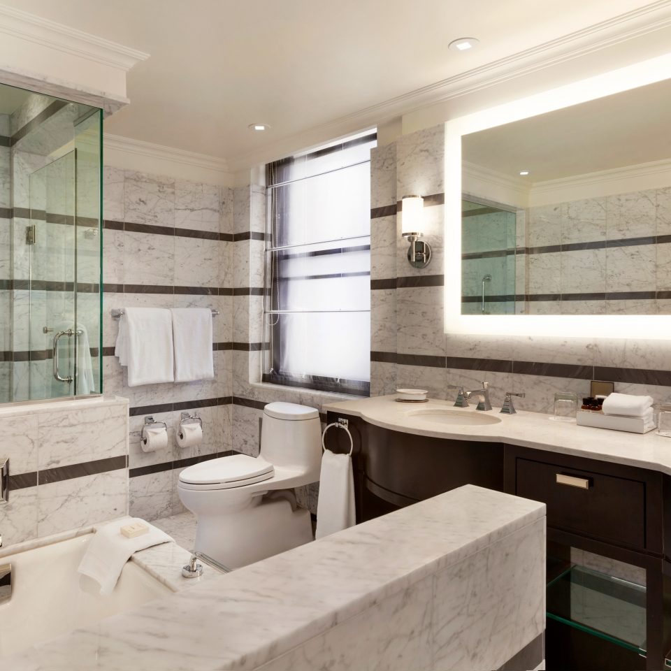 Bath Classic Resort bathroom sink property Kitchen cabinetry home countertop condominium cottage