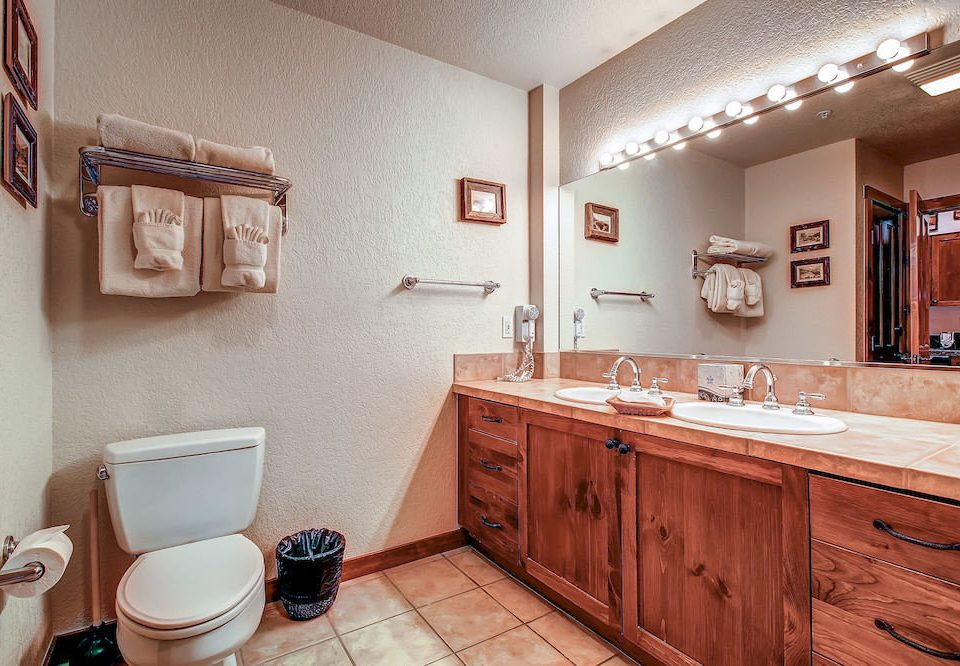 Bath Classic Resort property bathroom toilet home cottage Kitchen cabinetry sink appliance