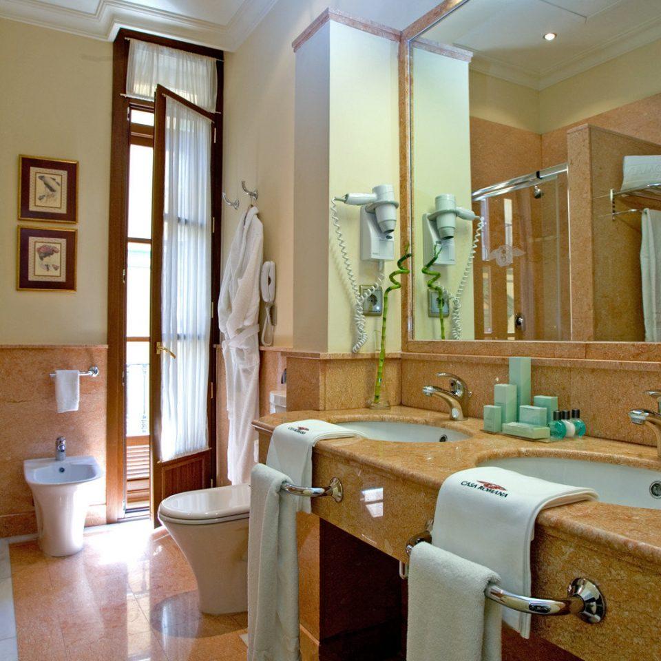 Bath Classic Luxury Suite bathroom property mirror house home living room mansion flooring hall tub