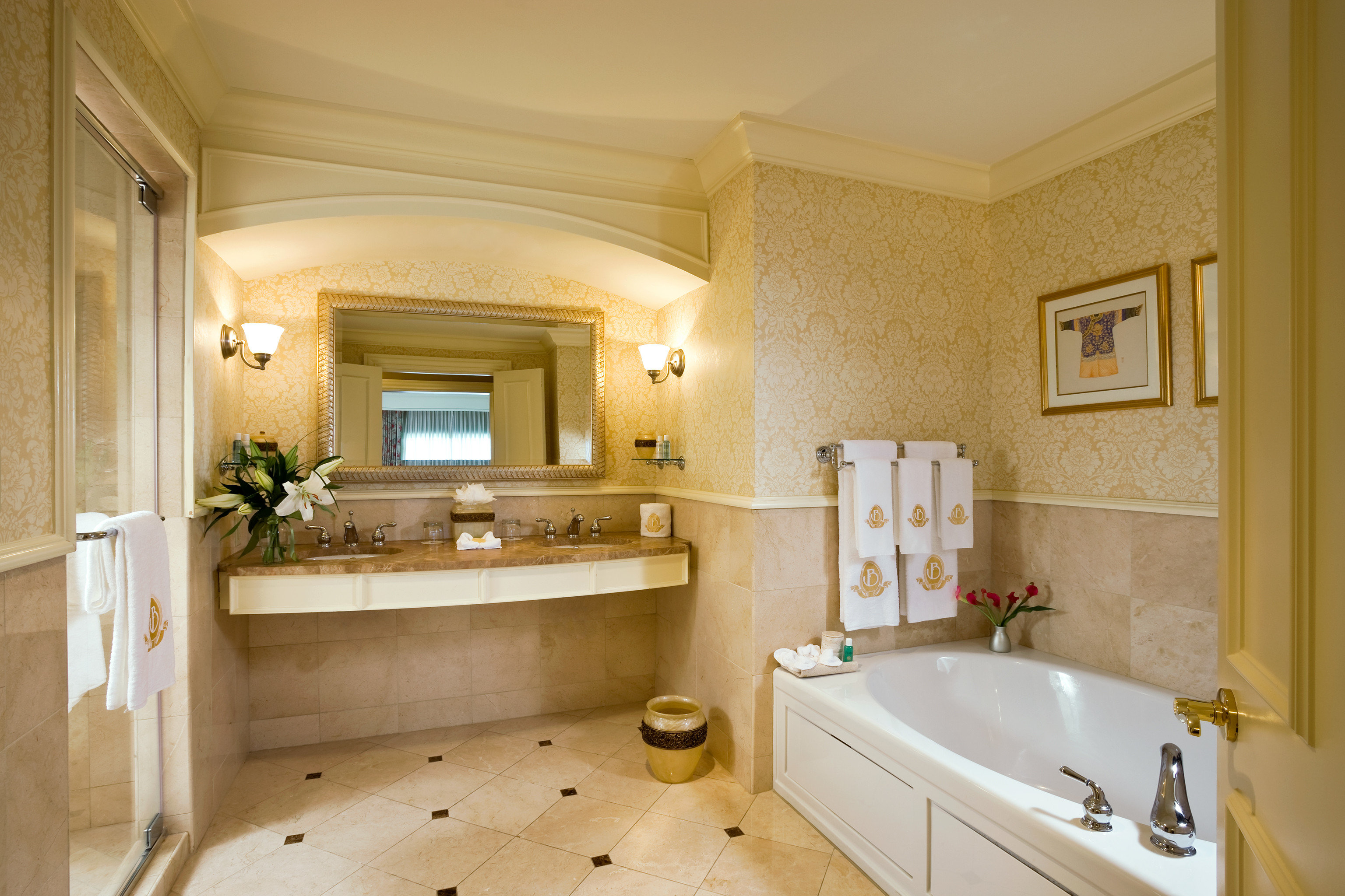 Bath Classic Luxury bathroom property home sink hardwood mansion Suite cottage cabinetry tub flooring bathtub tan