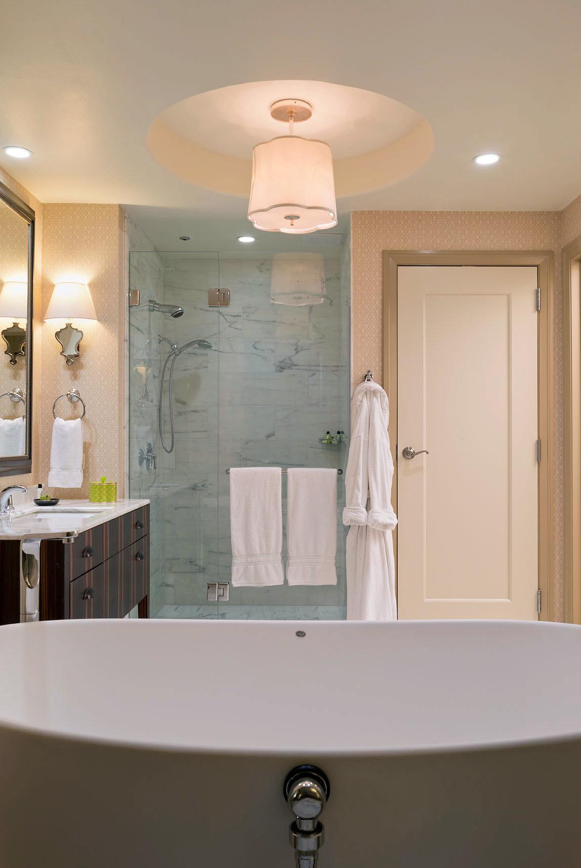Bath Classic Resort bathroom tub home lighting plumbing fixture sink bathtub cabinetry