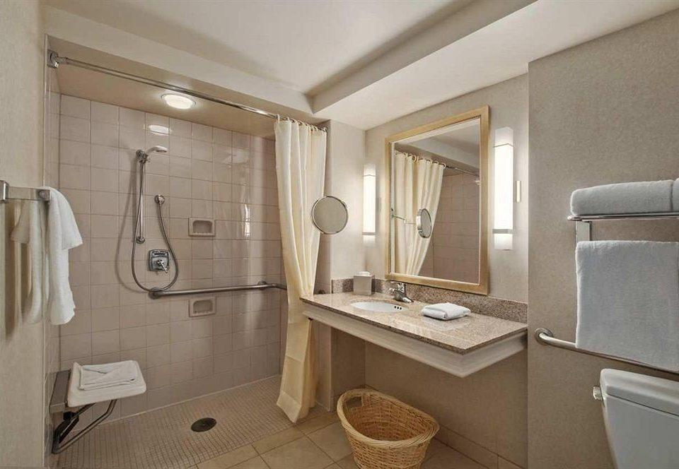 Bath Classic Resort bathroom property sink toilet home cottage vehicle towel Suite tile bathtub