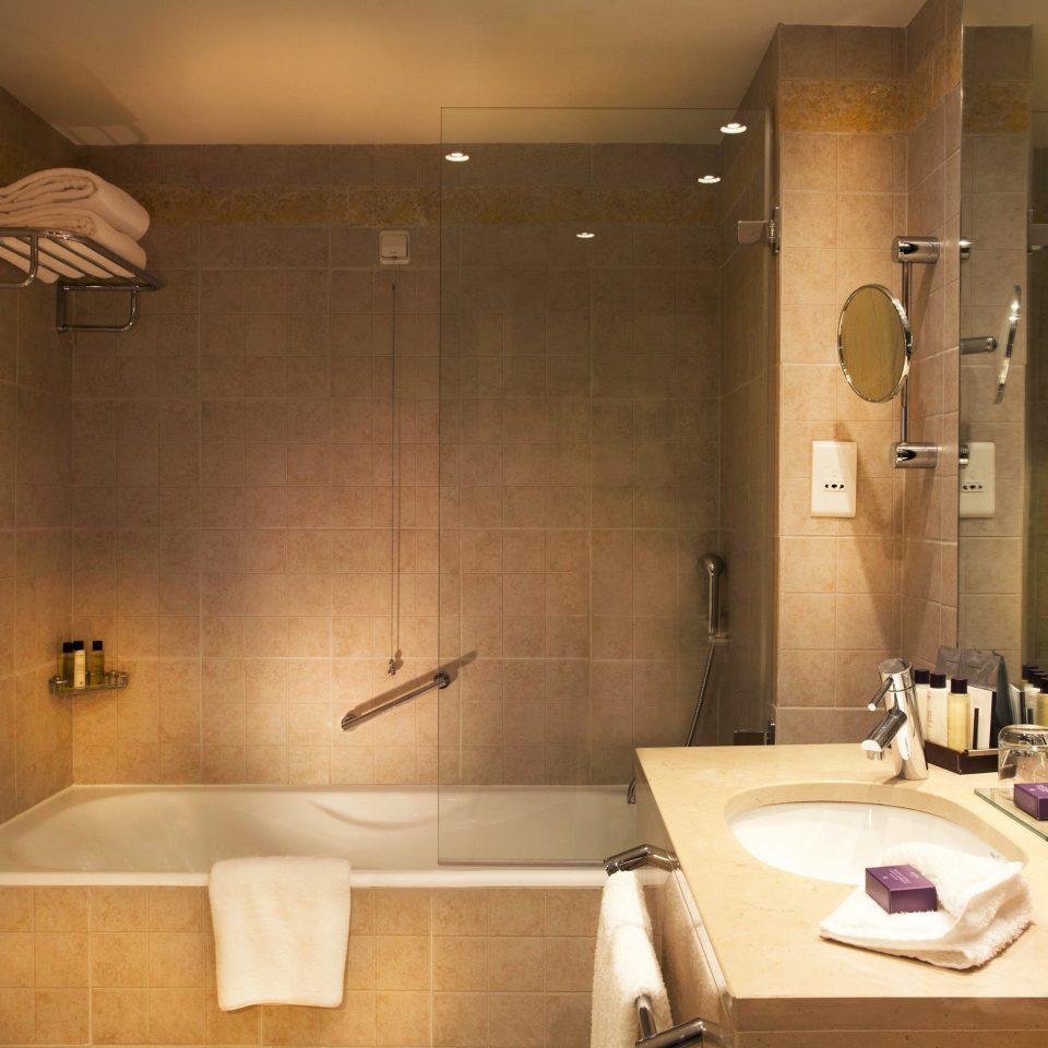 Bath Classic Resort bathroom toilet sink plumbing fixture lighting Suite bathtub