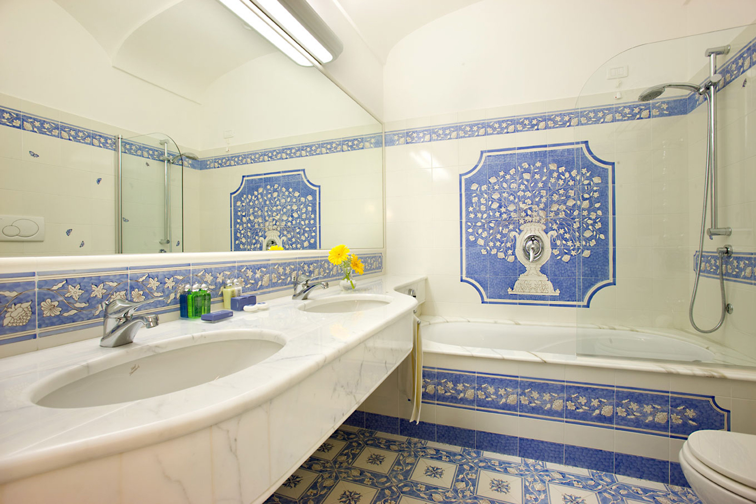 Bath Classic Scenic views Sea bathroom sink toilet property mirror swimming pool Suite bathtub tub tile tiled