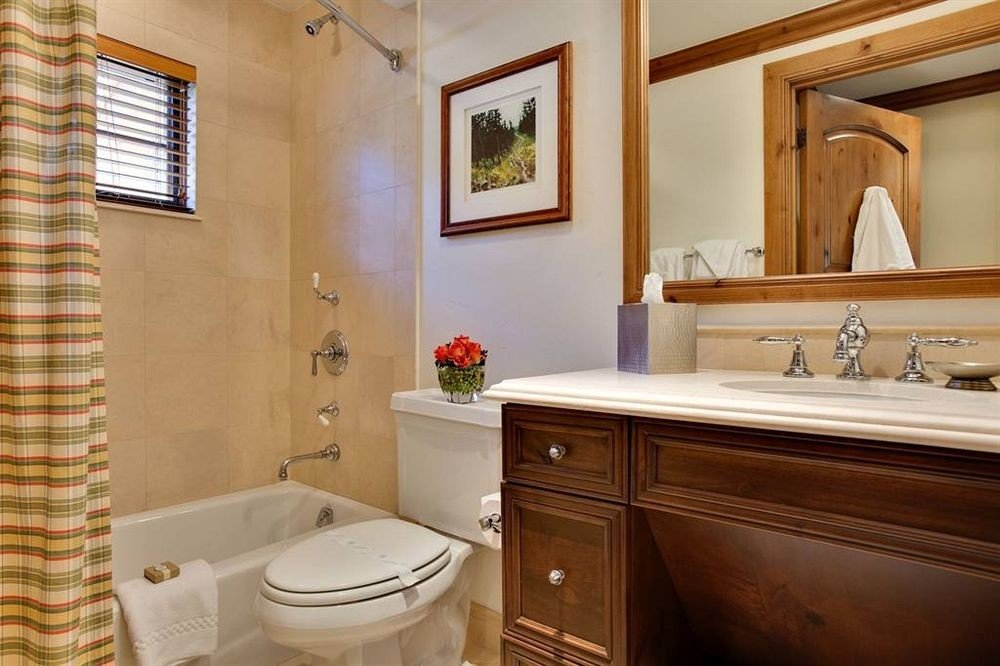 Bath Classic bathroom property toilet sink home cottage Suite tub bathtub