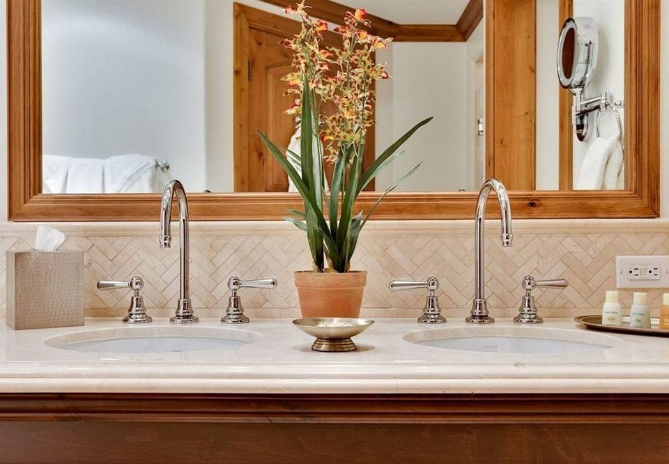 Bath Classic bathroom property sink home countertop counter Suite plumbing fixture
