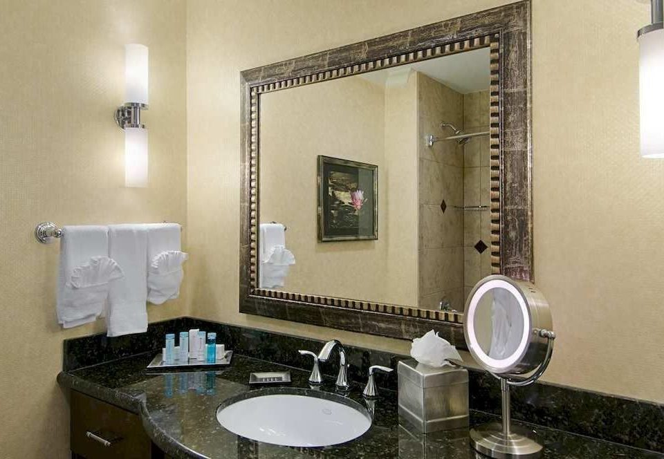Bath Classic bathroom mirror sink property home Suite cottage condominium Villa mansion toilet tiled
