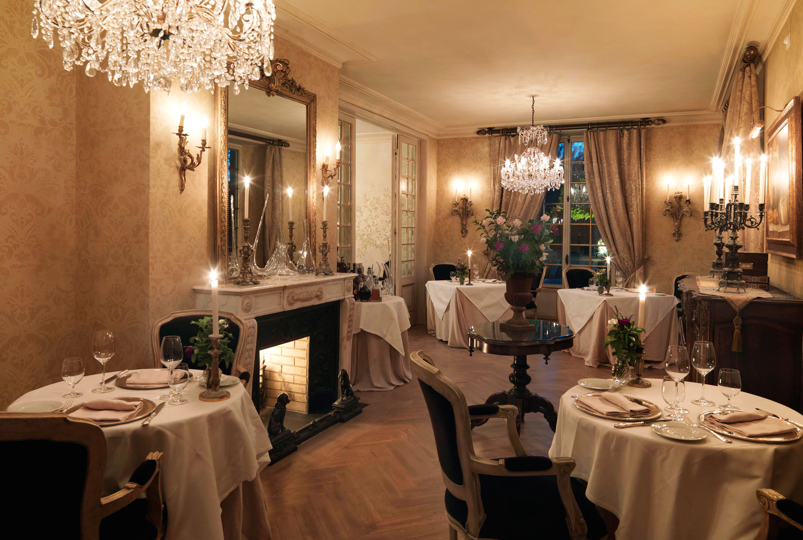 Country Cultural Dining Drink Eat Elegant Historic Patio restaurant lighting function hall sink fancy Bath