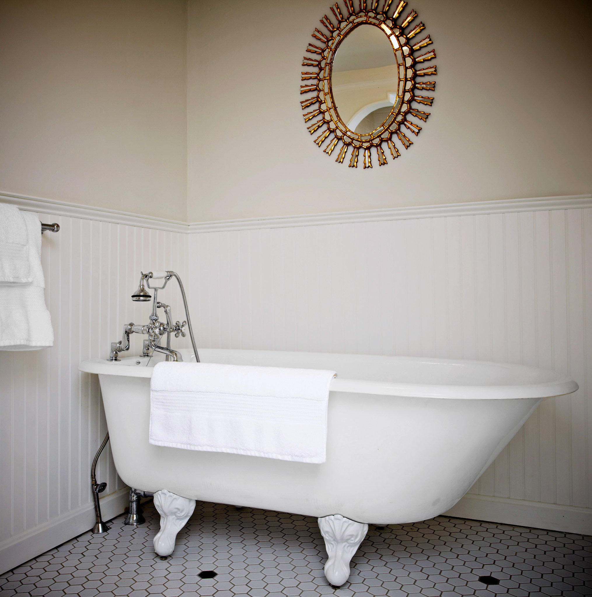 Bath Country Historic Inn white bathtub toilet bathroom plumbing fixture flooring sink bidet