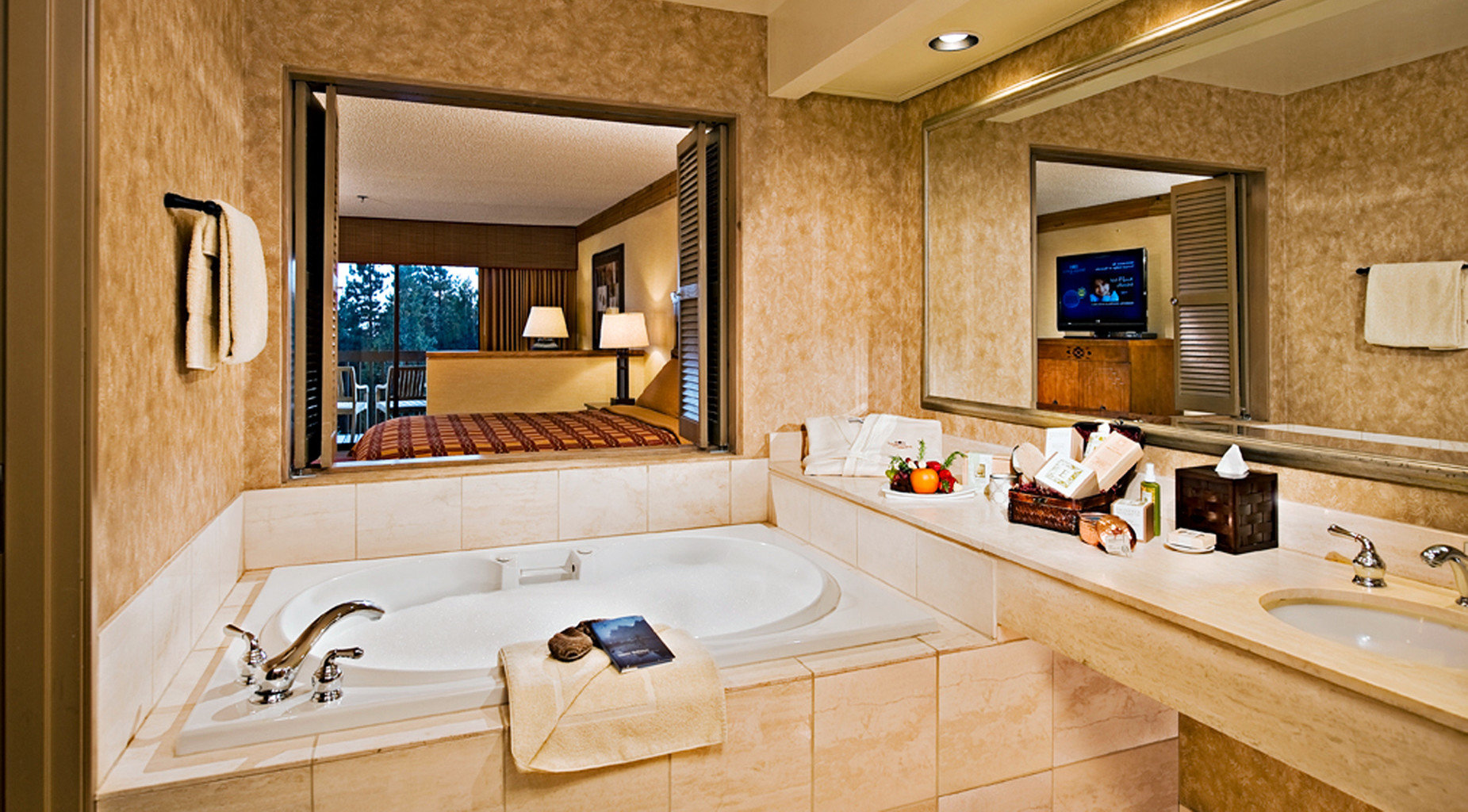 Bath Country Hot tub Hot tub/Jacuzzi Lodge bathroom property sink home Suite counter cottage living room swimming pool mansion