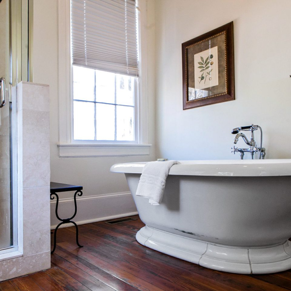 Country Inn bathroom property house home flooring hardwood bathtub plumbing fixture cottage tub Bath tiled
