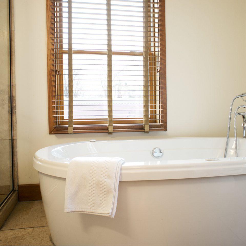 Bath Country Inn Luxury bathroom bathtub property toilet sink swimming pool white plumbing fixture tub vessel jacuzzi bidet Suite tile tiled tan