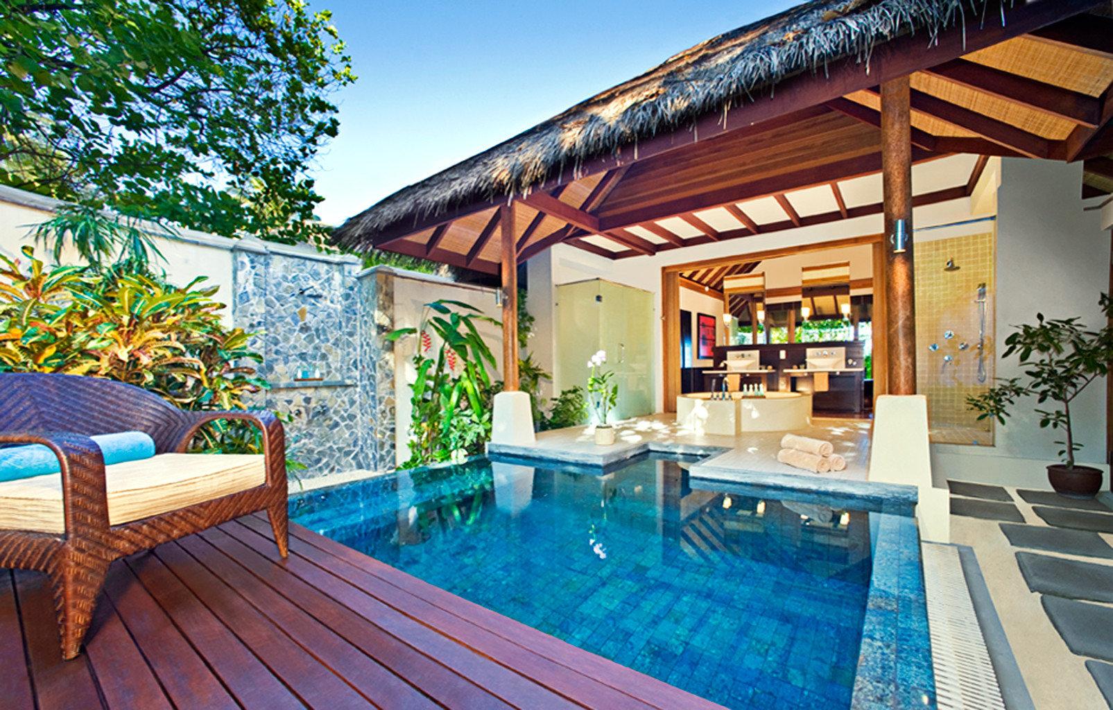 Bath Elegant Hot tub/Jacuzzi Luxury Romantic swimming pool leisure property building Resort Villa backyard home cottage eco hotel Deck