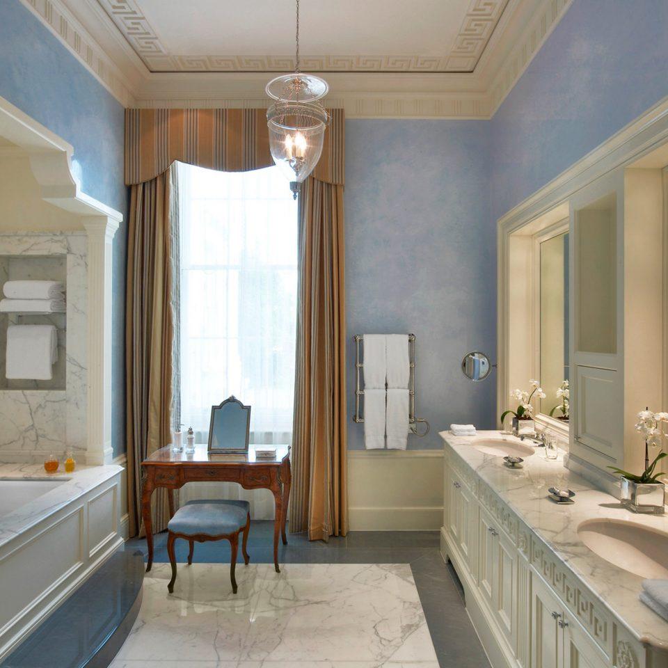 Bath Elegant Hotels London Lounge Luxury Travel bathroom sink property mirror home mansion Suite daylighting counter living room tub bathtub