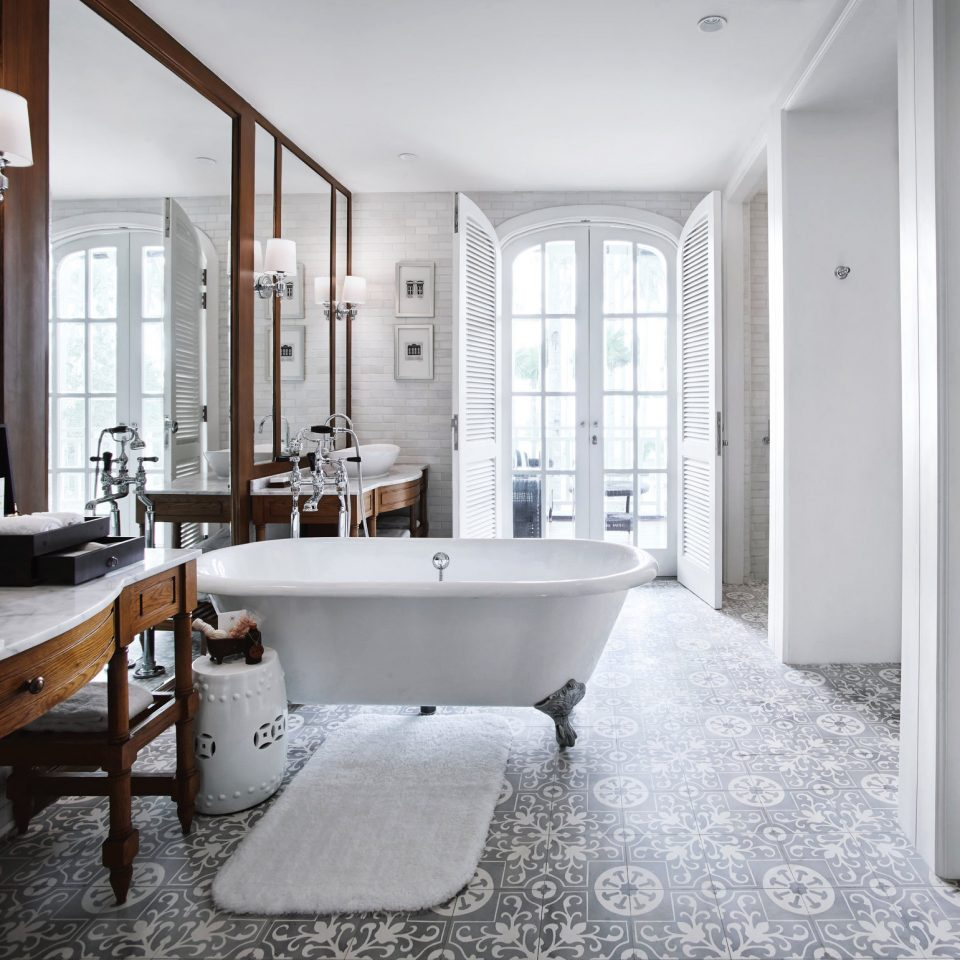 Bath Elegant Luxury Modern Suite bathroom property home flooring sink tub cottage bathtub mansion tiled