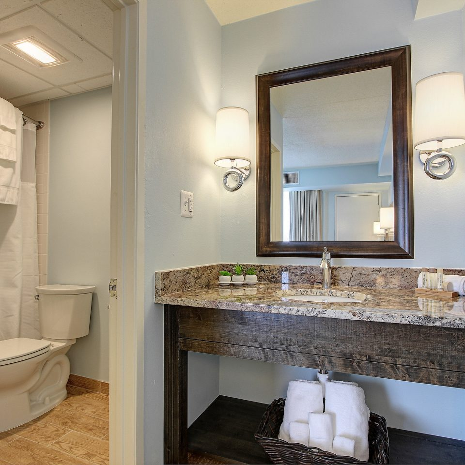 Bath Elegant Modern bathroom property mirror home toilet sink house cottage Suite