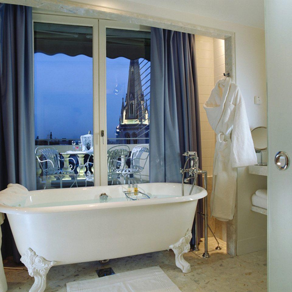Bath Elegant Scenic views bathroom property bathtub tub plumbing fixture home Suite sink