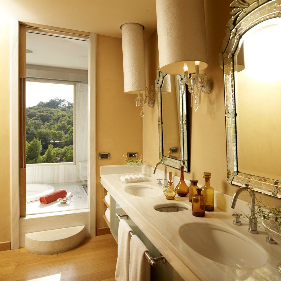 Bath Elegant Scenic views bathroom property sink Suite home cottage Villa mansion tub bathtub