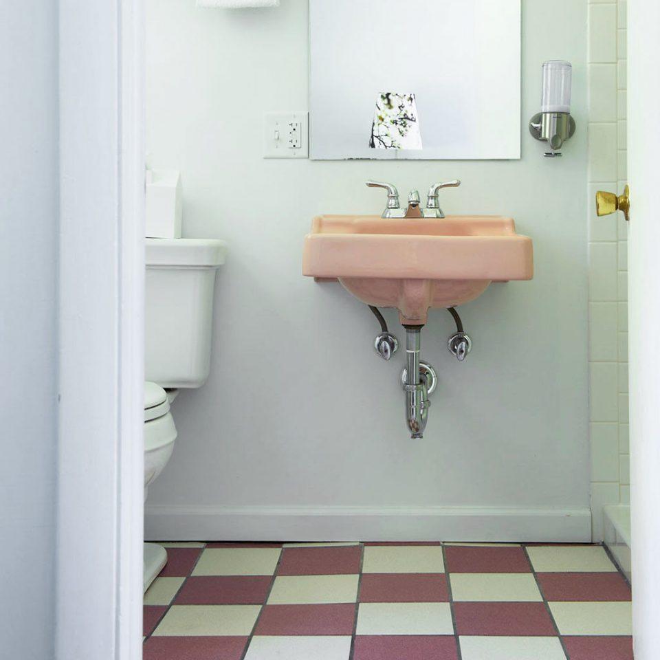 Bath Hip bathroom property plumbing fixture sink bidet toilet flooring bathroom cabinet bathtub tile painted