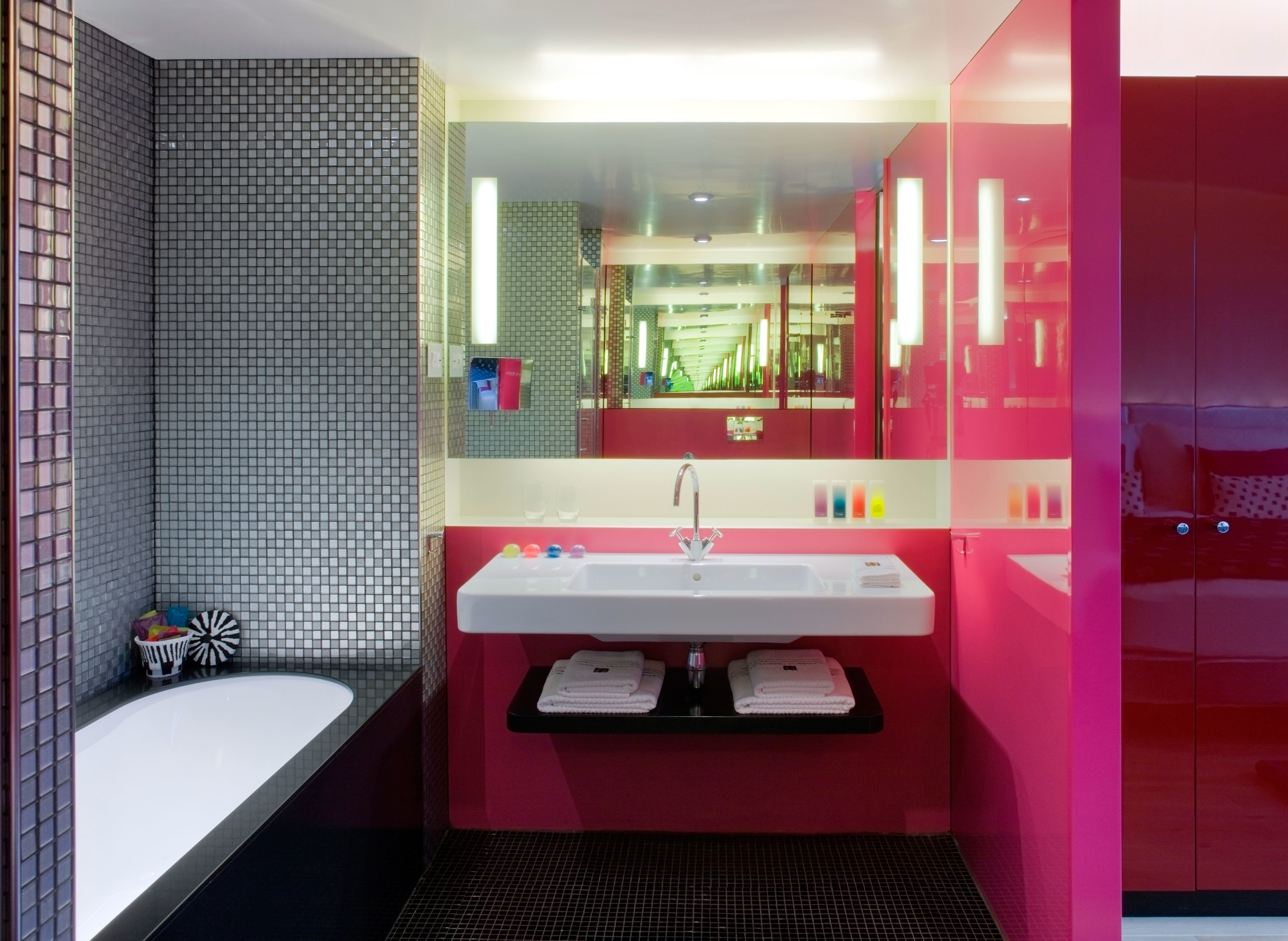 Bath Hip Modern bathroom property red sink Suite toilet tiled