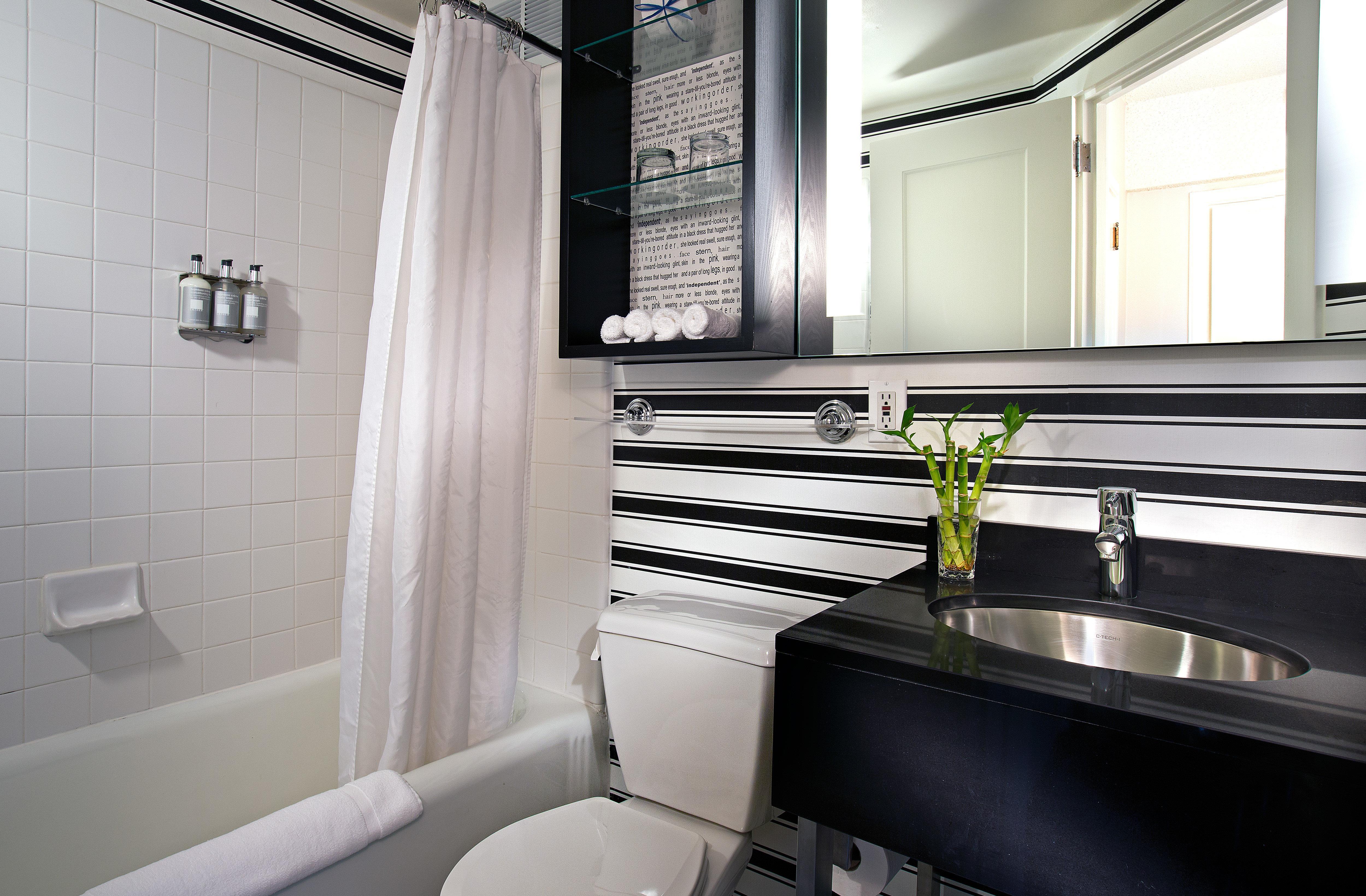 Bath Historic Modern bathroom property home sink Suite tub